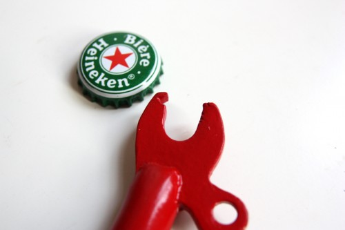 tisain-jalgratas avab pudeleid